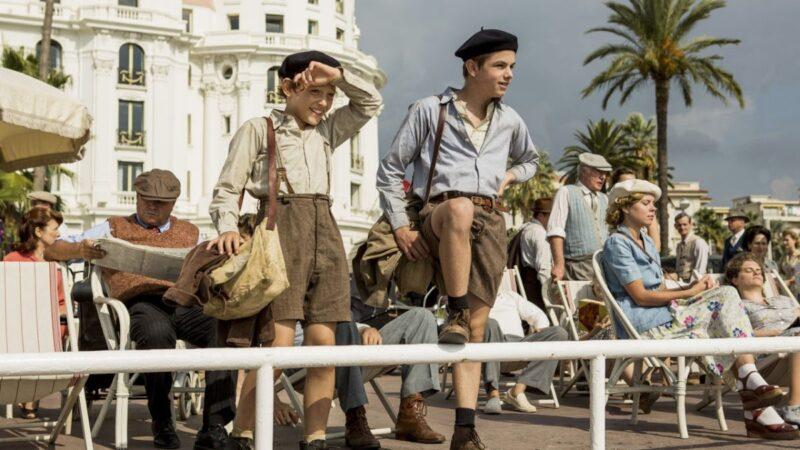 Un sacchetto di biglie, Joseph e Maurice in una scena del film