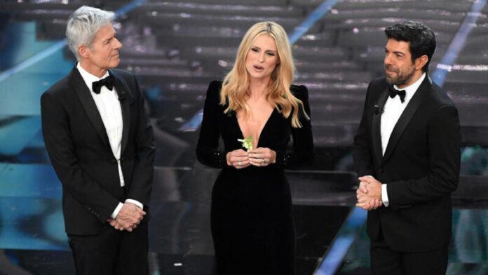 Sanremo 2018 - Claudio Baglioni, Michelle Hunziker e Pierfrancesco Favino (prima serata) 2