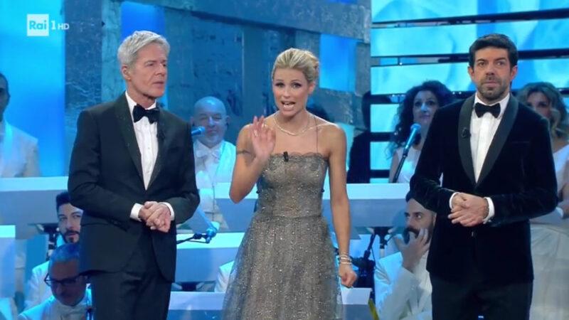 Sanremo 2018 - Claudio Baglioni, Michelle Hunziker e Pierfrancesco Favino (prima serata)