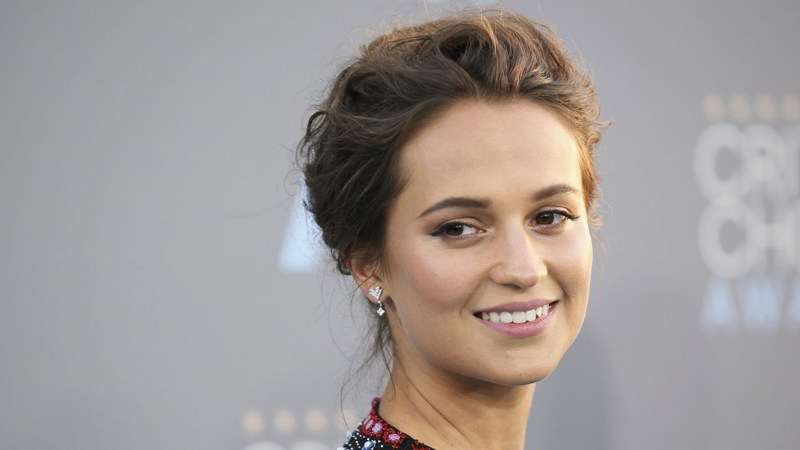 alicia-vikander-Lucky-Red
