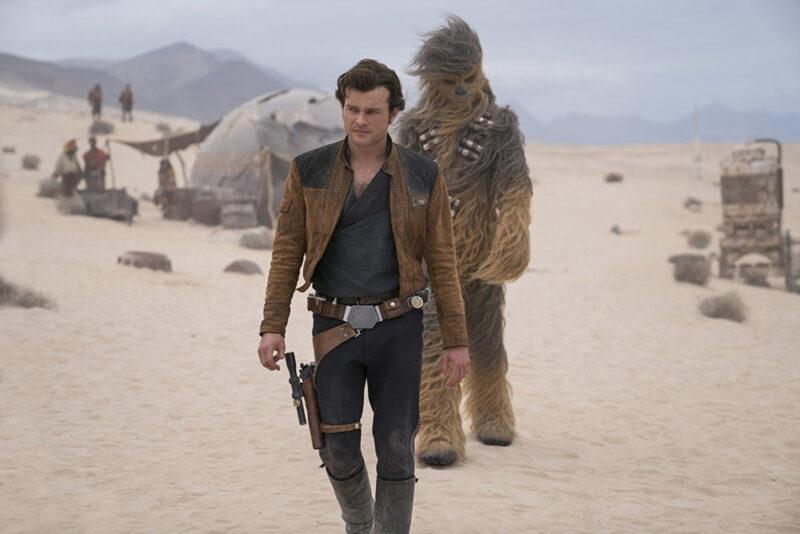 Alden Ehrenreich e Joonas Suotamo in Solo: A Star Wars Story