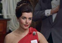Eunice Gayson in Agente 007 - Licenza di uccidere