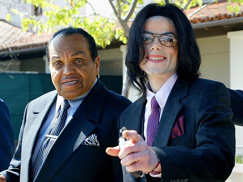 Joe Jackson e Michael Jackson nel 2005
