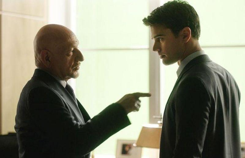 Giochi di potere: Michael (Theo James) e Pasha (Ben Kingsley) hanno un duro confronto