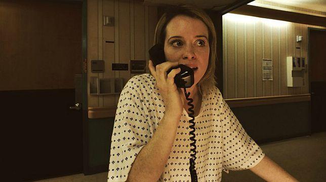 l'attrice Claire Foy in una scena tratta dal film