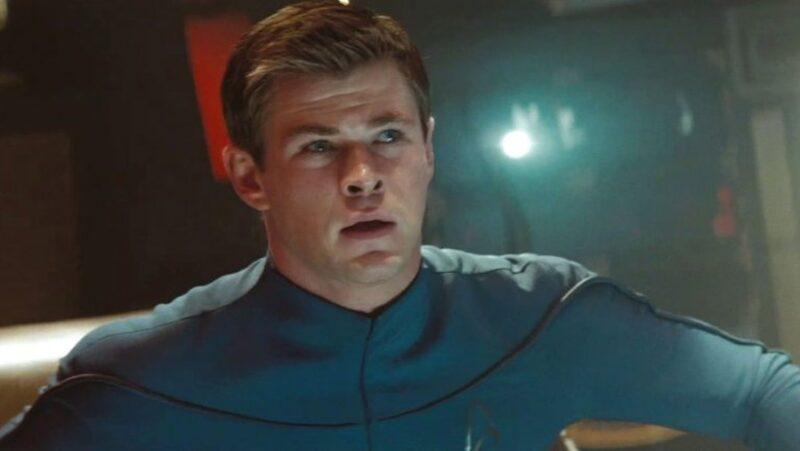 Chris Hemsworth in una scena di Star Trek