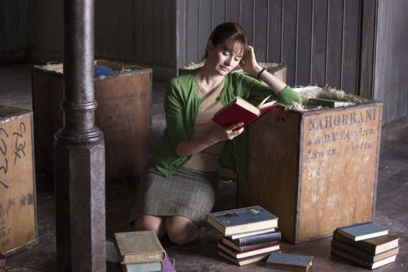 Emily Mortimer in una scena