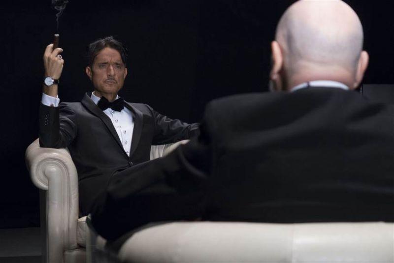 Il banchiere anarchico: Giulio Base e Paolo Fosso faccia a faccia in una scena del film