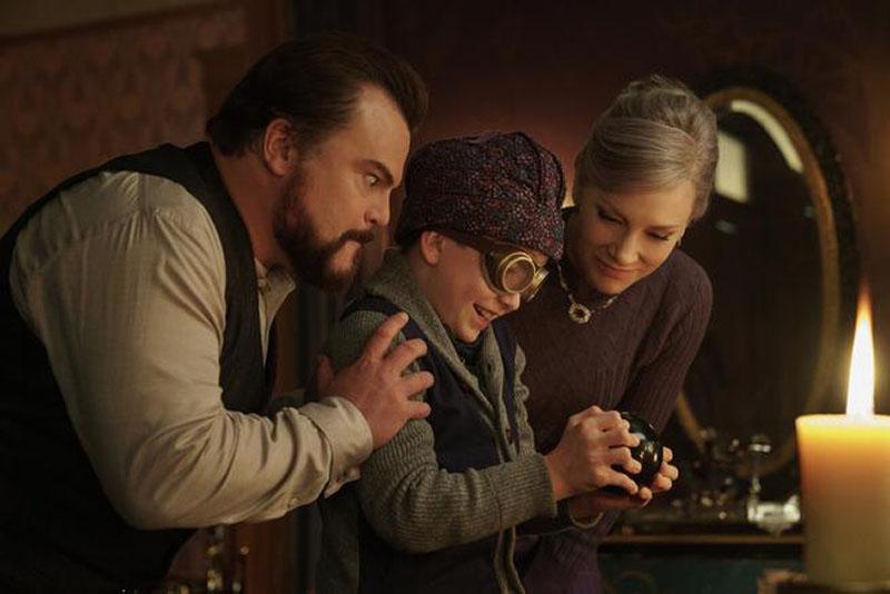 Il mistero della casa del tempo: Lewis (Owen Vaccaro) scopre il nascondiglio del misterioso orologio magico