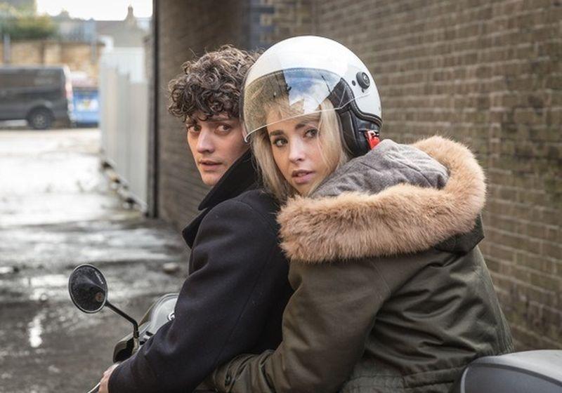 Morto tra una settimana (o ti ridiamo i soldi): Ellie e William scappano dal sicario Leslie