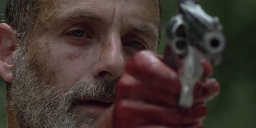 Andrew Lincoln nei panni di Rick Grimes nell'ultimo episodio che l'ha visto protagonista