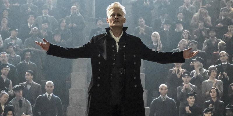 Animali fantastici: i crimini di Grindelwald: il Mago Oscuro Gellert Grindelwald (Johnny Depp) riunisce i suoi seguaci