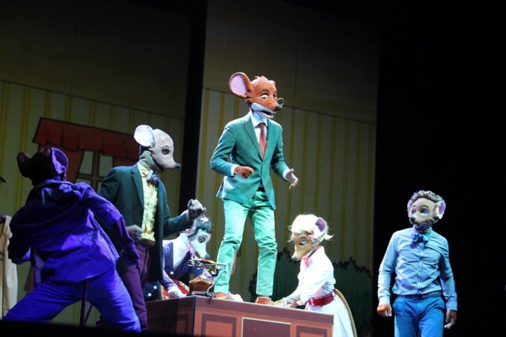 Geronimo Stilton nel regno della fantasia il musical - un momento divertente dello spettacolo per grandi e piccini che tornerà in tutta Italia