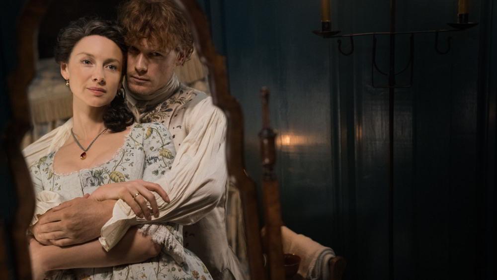 Outlander - Sam Heughan e Caitriona Balfe sono Jamie e Claire