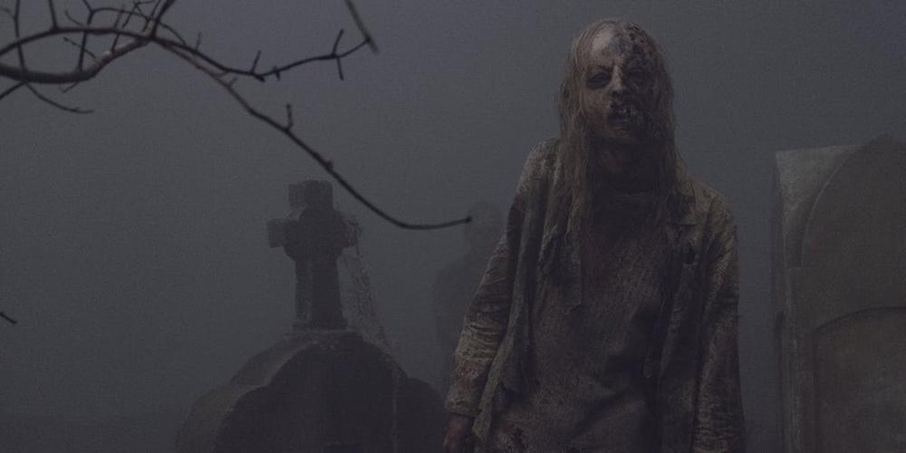 """The Walking Dead 9 - uno zombie in pieno stile horror anni 70' nell'episodio """"Sussurri"""""""