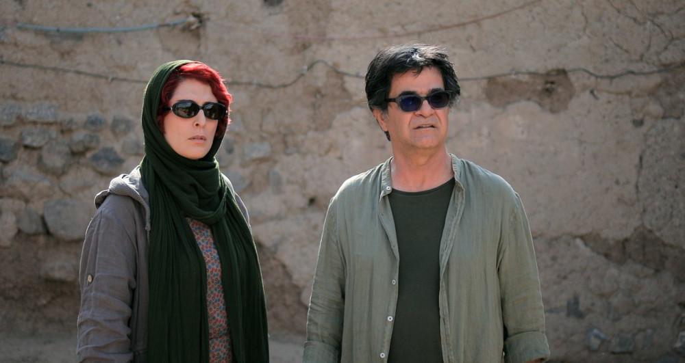Tre volti - Behnaz Jafari e Jafar Panahi in una scena del film in cui interpretano se stessi