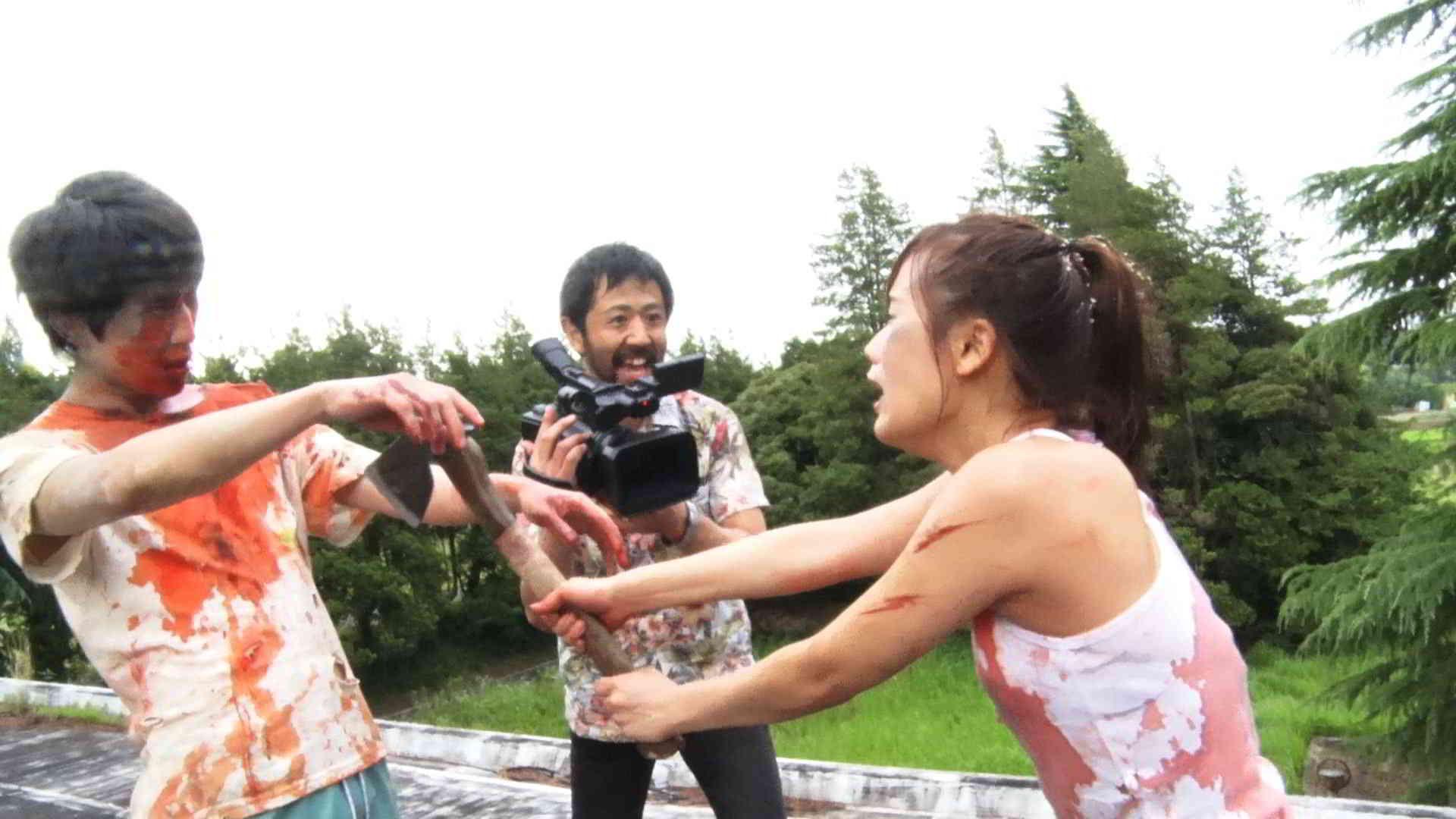 Zombie contro zombie - Takayuki Hamatsu, Yuzuki Akiyama e Kazuaki Nagaya in una scena