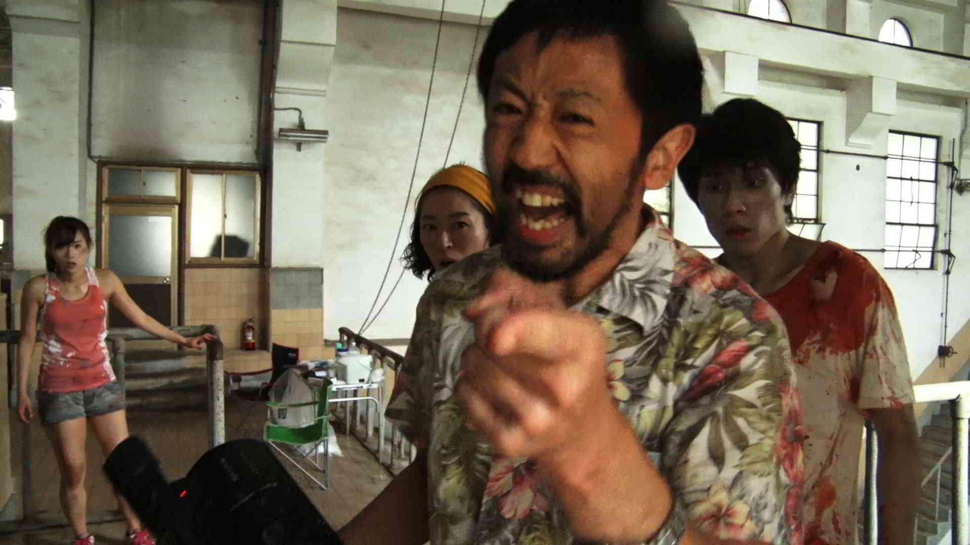 Zombie contro zombie - Takayuki Hamatsu in una scena