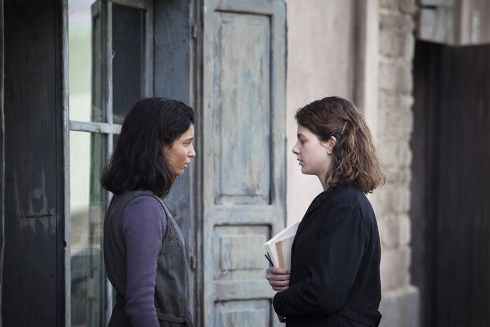 L'amica geniale - Gaia Girace e Margherita Mazzucco in una scena