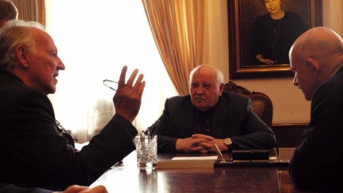 Meeting Gorbachev foto di Lena Herzog