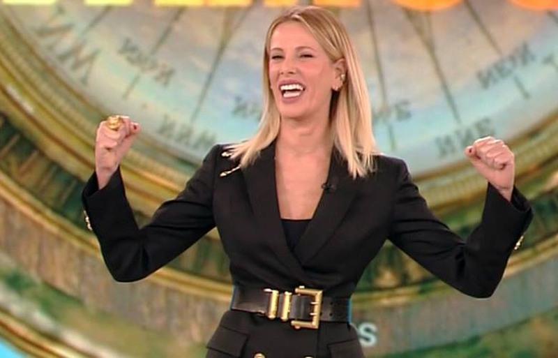 Alessia Marcuzzi nella prima puntata dell'Isola dei Famosi