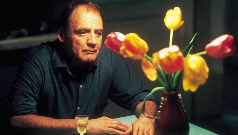 Bruno Ganz in una scena di Pani e tulipani di Silvio Soldini, film per cui ha vinto il David di Donatello come miglior attore protagonista nel 2000