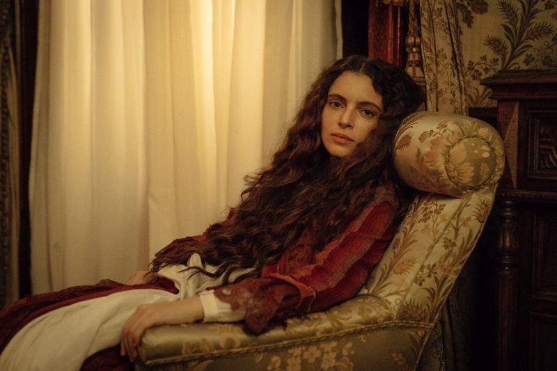 La stagione della caccia: 'Ntontò (Miriam Dalmazio) in una scena del film