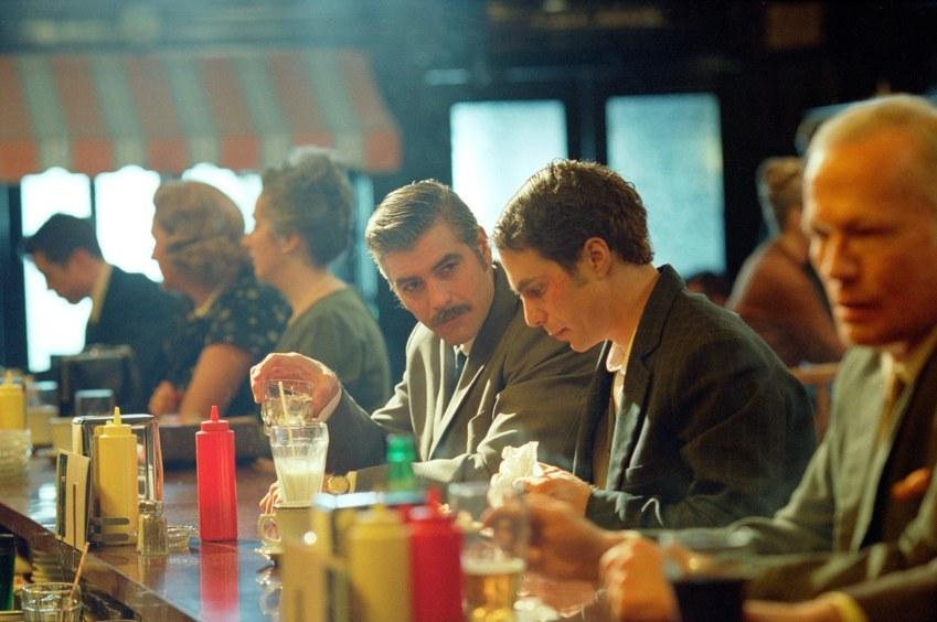Uno scatto dal film Confessioni di una mente pericolosa, di e con George Clooney