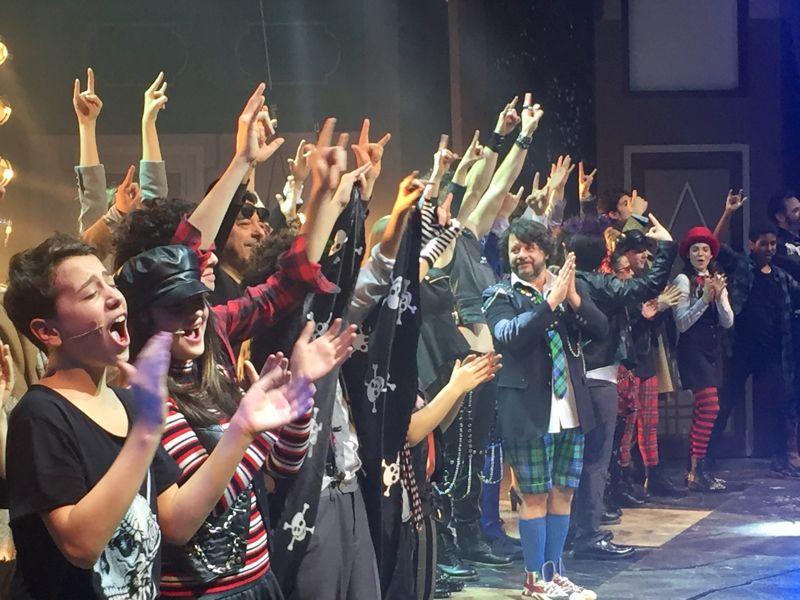 L'intero cast del musical School of Rock - Foto di Antonio Agostini