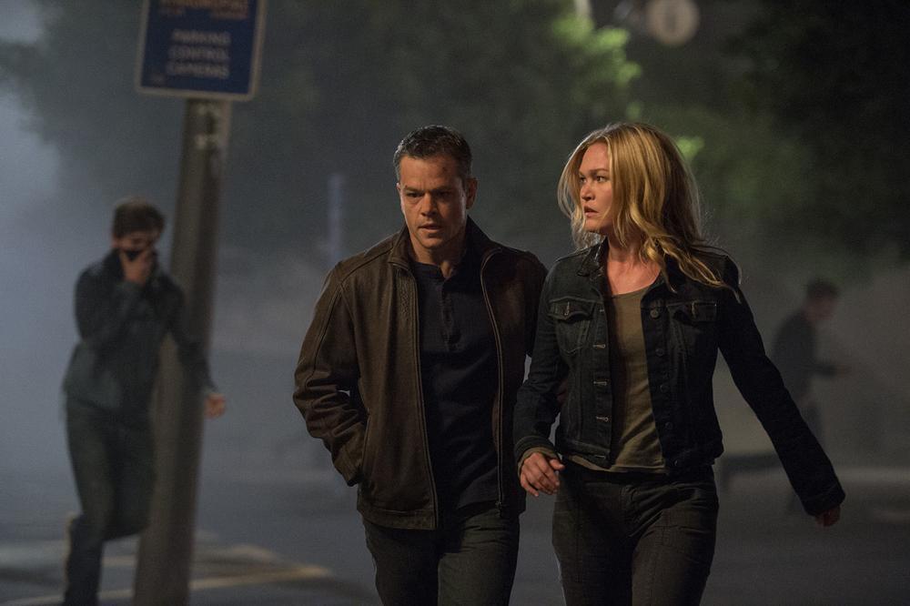 Matt Damon and Julia Stiles in Jason Bourne