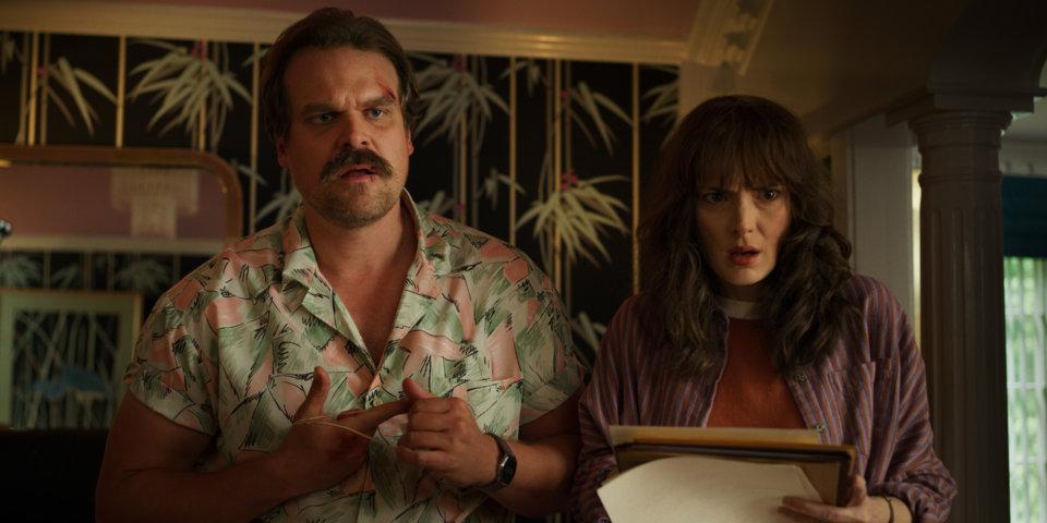 Stranger Things 3 - David Harbour e Winona Ryder