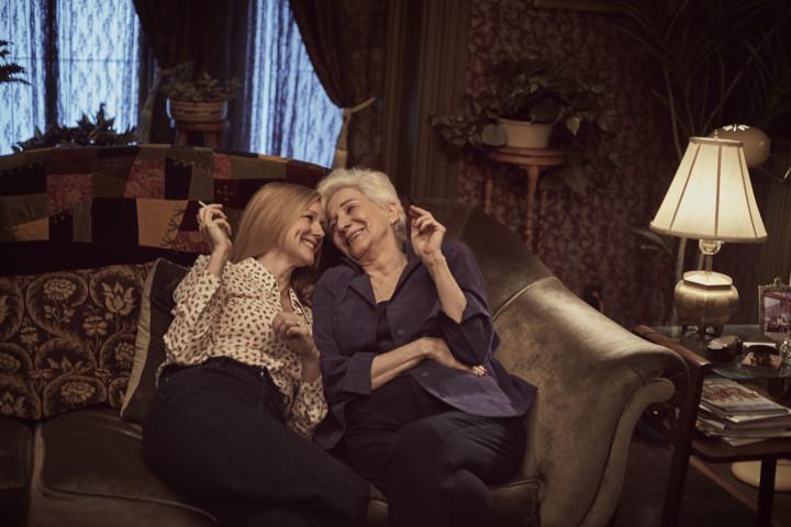 Tales of the City - Laura Linney (Mary Ann Singleton) e Olympia Dukakis (Anna Madrigal)