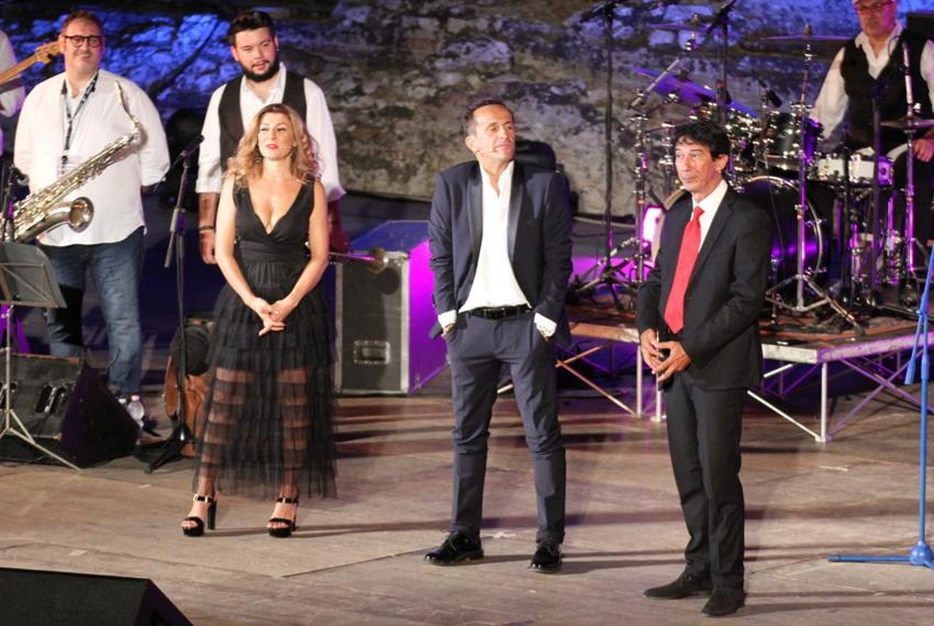 Antonella Genga, Uccio De Santis ed Umberto Sardella durante lo spettacolo Vi racconto il mio Mudù
