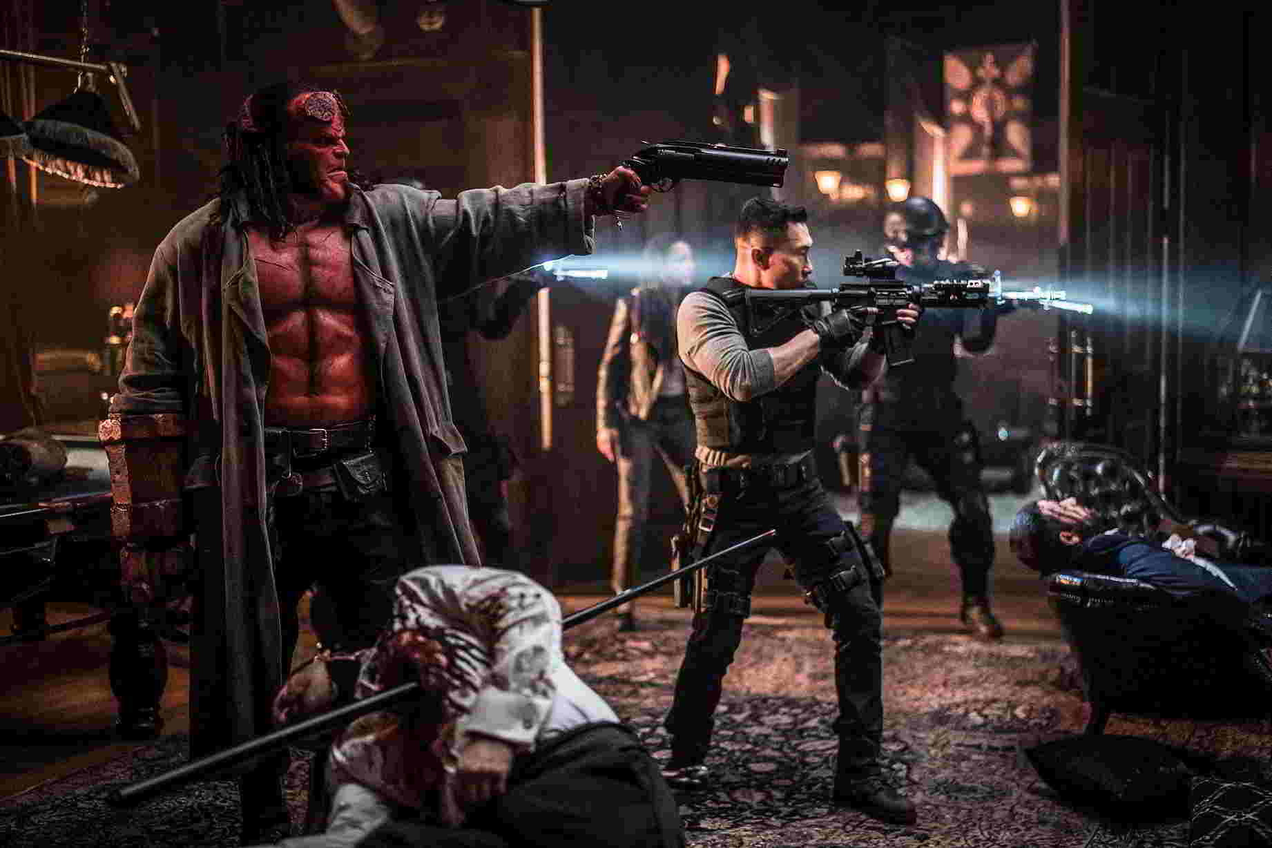 Hellboy - David Harbour e Daniel Dae Kim.