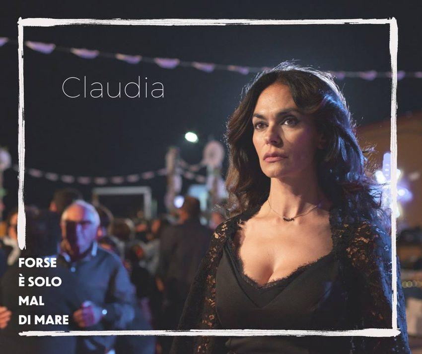 Maria Grazia Cucinotta è Claudia in Forse è solo mal di mare