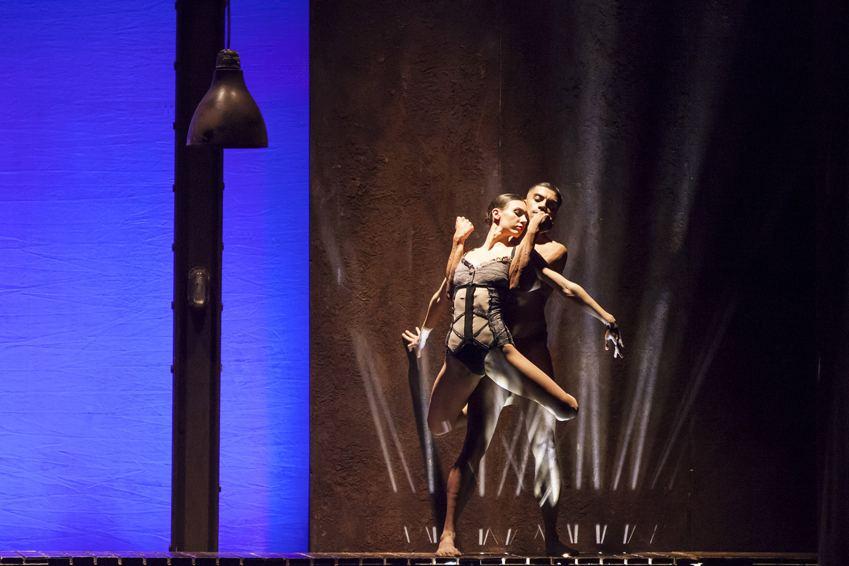 Un frame dallo spettacolo Otello, con la compagnia del Balletto di Roma