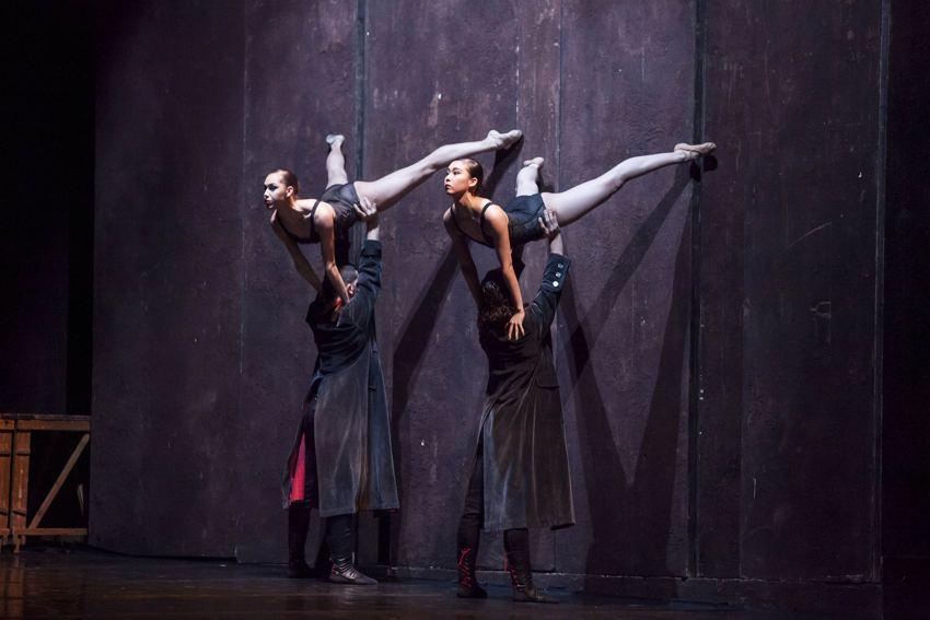 Uno scatto che immortala la compagnia del Balletto di Roma
