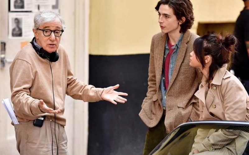 A Rainy Day in New York - Woody Allen durante un momento delle riprese con Tinothée chalamet e Selena Gomez