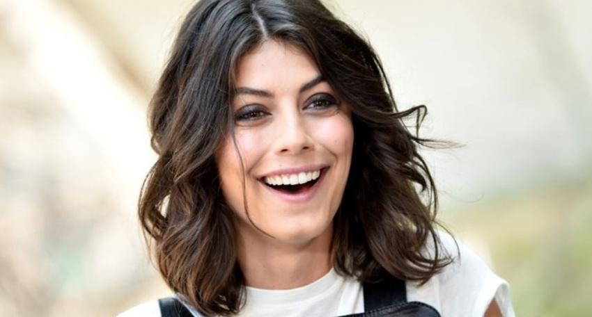 Alessandra Mastronardi in una foto che la ritrae sorridente