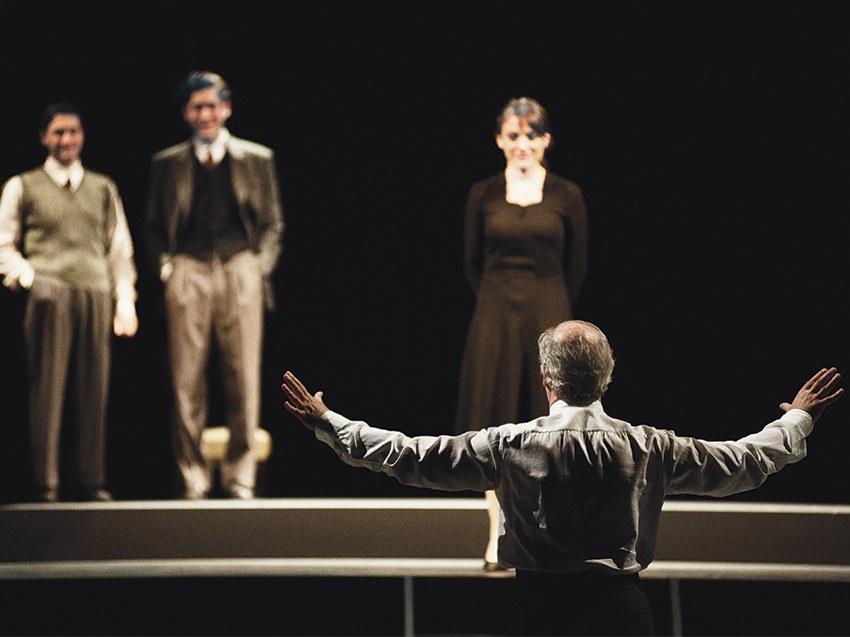 Elvira, con (di spalle) Toni Servillo e sul palco Francesco Marino, Davide Cirri e Petra Valentini