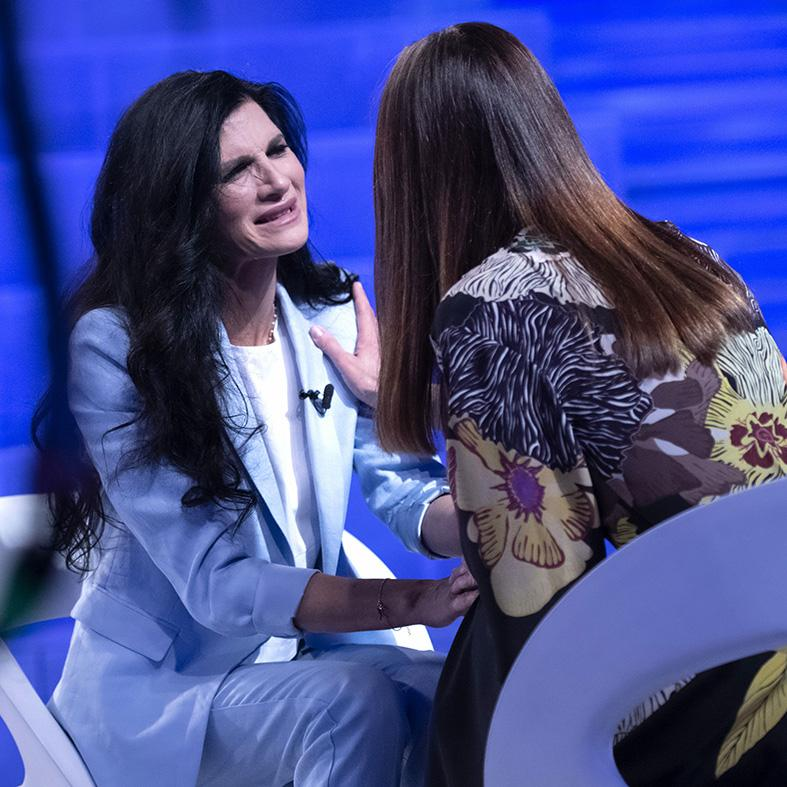 Pamela Prati e Silvia Toffanin a Verissimo 2019 (3)