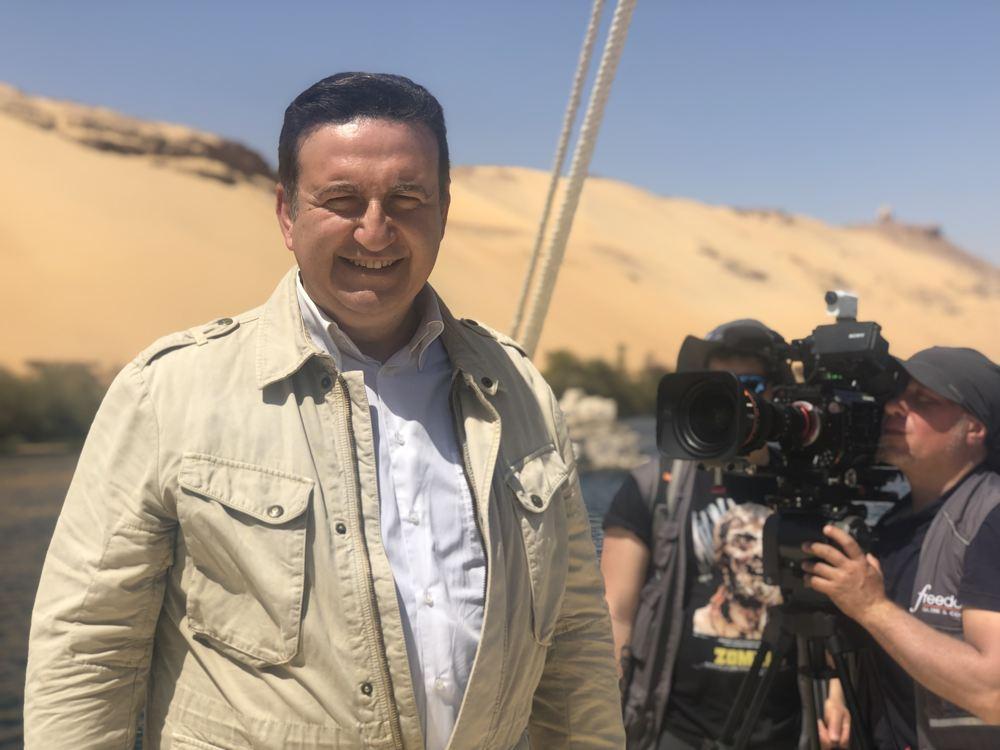 Roberto Giacobbo durante le riprese di Freedom - Oltre il confine
