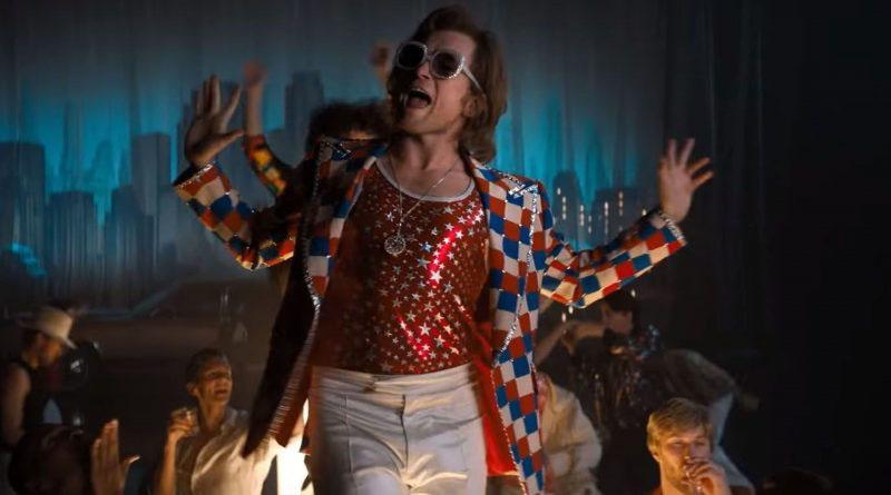 Rocketman: Taron Egerton nei panni di Elton John