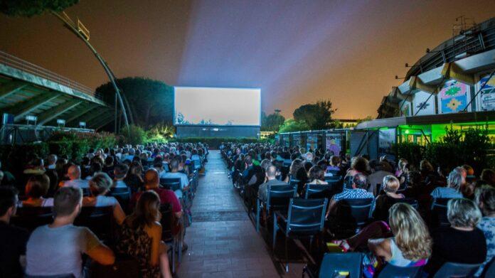 Cinema sotto le stelle alle Arene di Marte