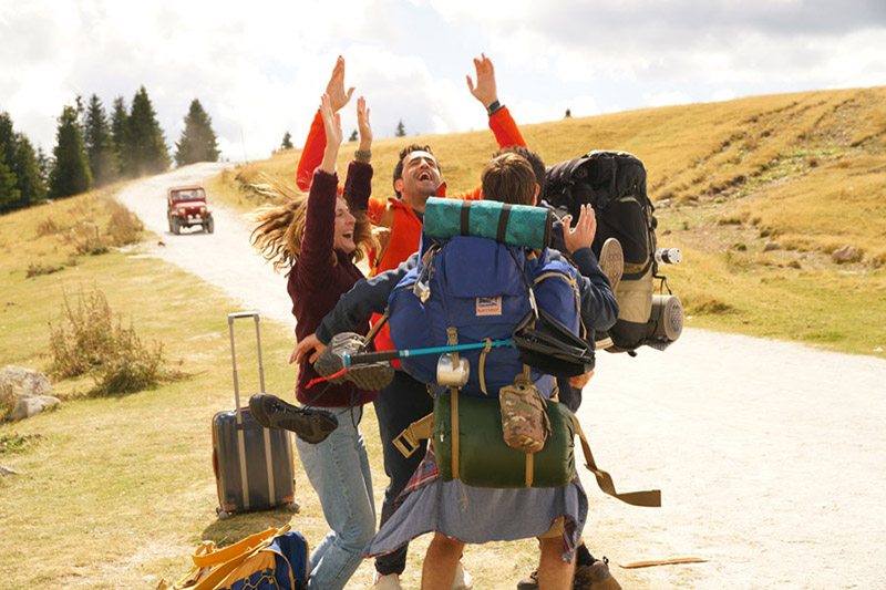 La prima vacanza non si scorda mai: Marion (Camille Chamoux) e Benjamin (Jonathan Cohen) alle prese con la loro avventura on the road tra i paesaggi della Bulgaria