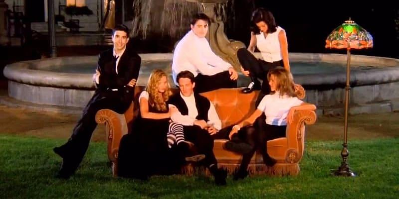 Friends - divano arancione sigla