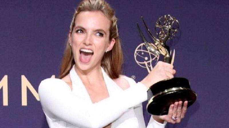 Jodie Comer durante la premiazione agli Emmy