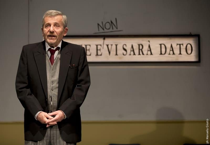 Teatro Ciak Uomo solo in fila - Maurizio Micheli
