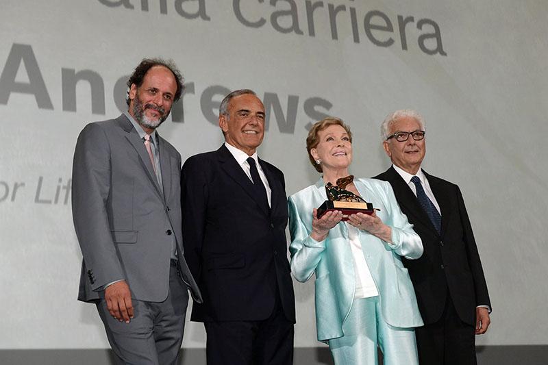 Julie Andrew alla cerimonia di consegna del Leone d'oro alla carriera a Venezia 76. Accanto a lei Luca Guagnanino, Alberto Barbera e Paolo Baratta