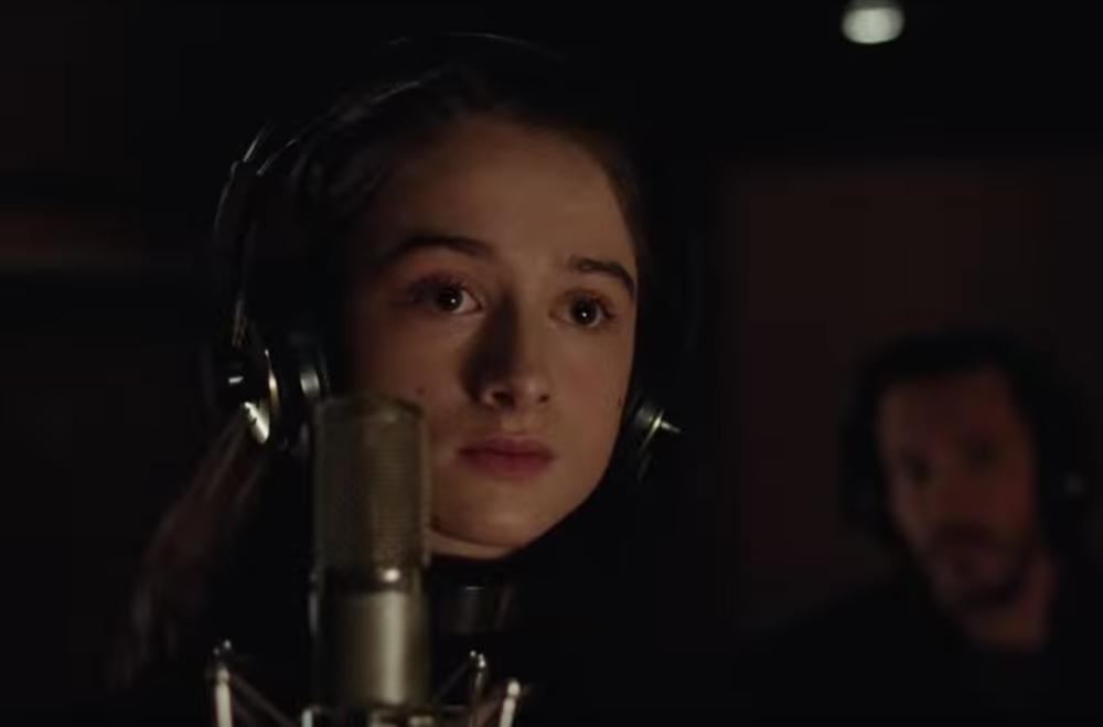 Vox Lux - Raffey Cassidy nel doppio ruolo di Celeste da adolescente e Albertine